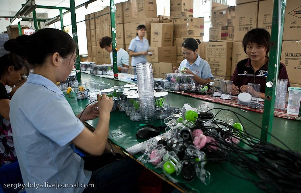 59) Иногда попадались и работающие фабрики. Например, это производство мышек и веб-камер.