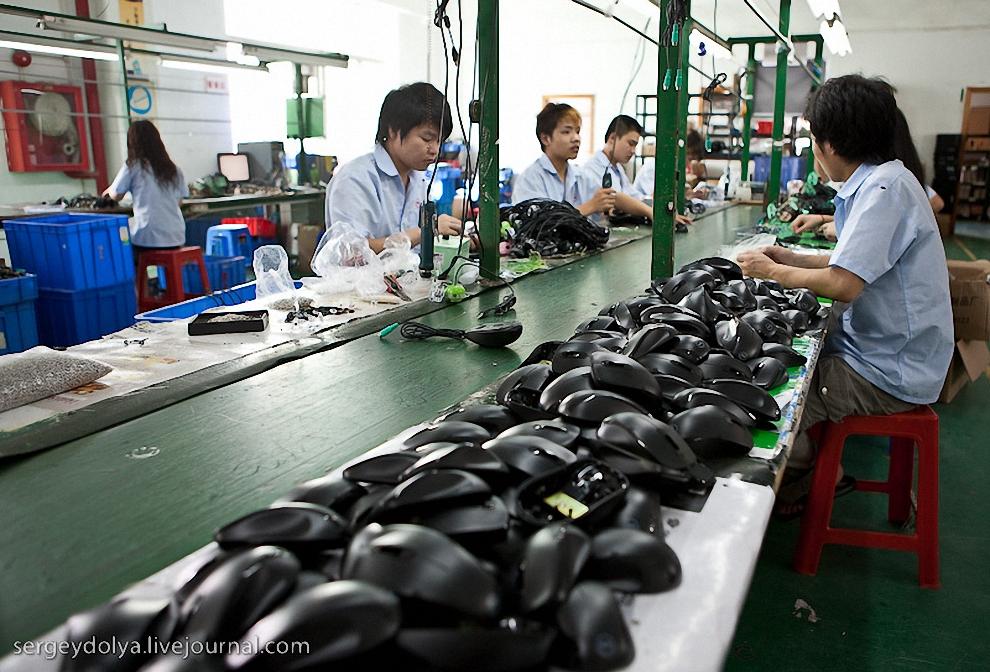 61) Ряды заготовок в мастерской.
