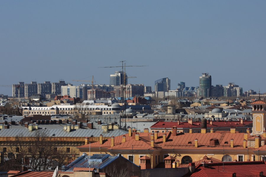 1) Общий вид на крыши центра Петербурга
