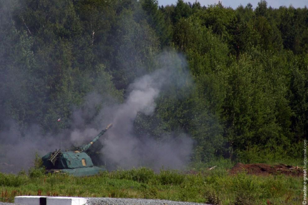 69) Затем свою мощь продемонстрировала САУ. Стреляет она достаточно быстро, но шуму и вибраций от неё не меньше чем от танка.