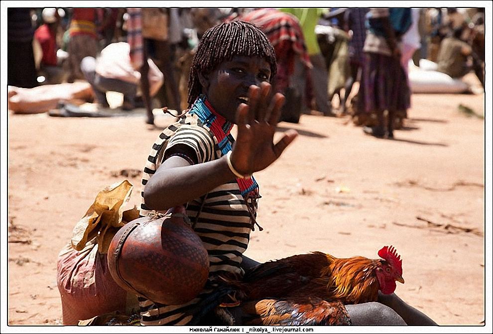 7) В отличие от деревень здесь не берут деньги за фотографию и фотографироваться не желают.