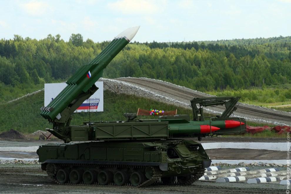 73) Ну и напоследок перед трибунами грозно покрутил ракетами БУК.