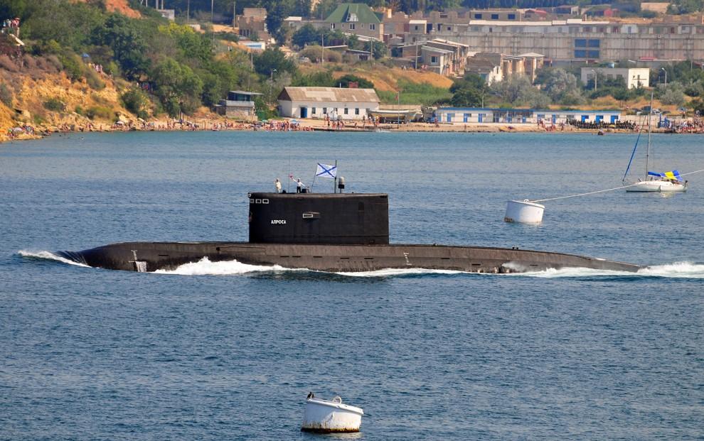 """8) Далее пошла любимица всех севастопольцев дизельная подводная лодка """"Алроса"""", единственная действующая ПЛ на Черноморском флоте."""