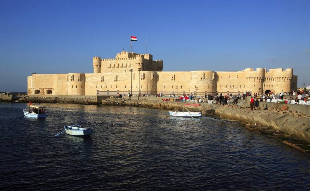9) Крепость Кайт-бей постройки 15 века располагается на берегу Средиземного моря в Александрии. (Gardel Bertrand/Hemis.fr)