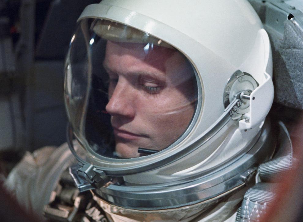 3) Астронавт Нил Армстронг за день до полета «Джемини VIII» в марте 1966 года. Полеты «Джемини» были первыми шагами к полету «Аполлона». (NASA/Space Frontiers/Getty Images)