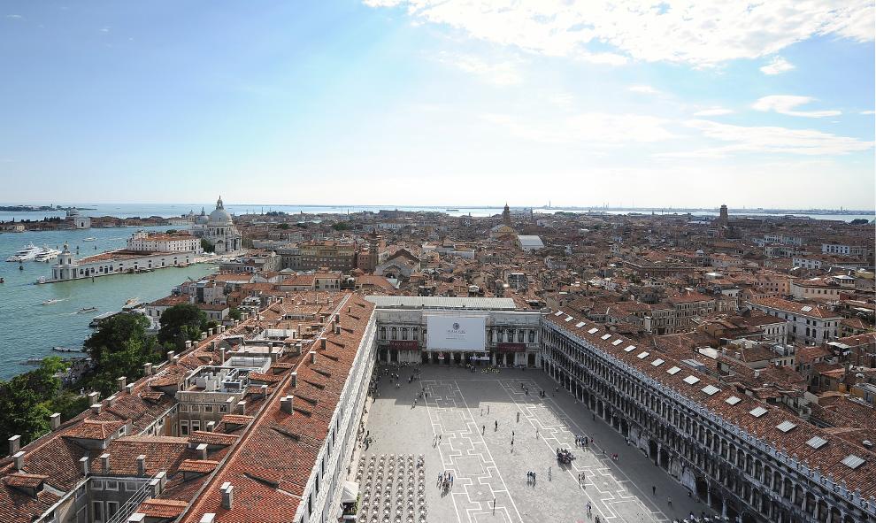 Площадь Сан-Марко с высоты птичьего полета в Венеции 2 июня 2009. (ALBERTO PIZZOLI/AFP/Getty Images)