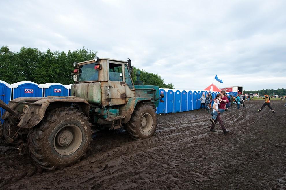 В этом году фестиваль переехал из поселка Эммаус, где он проводился все эти годы, в Конаковский район - там фестивальное поле в три раза больше, и к тому же оснащено дренажной системой.
