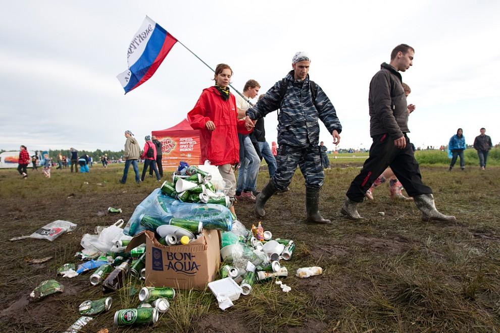 Посетители фестиваля смогли в полной мере оценить это 10 июля, когда поле не превратилось в сплошную грязь, как это было обычно.
