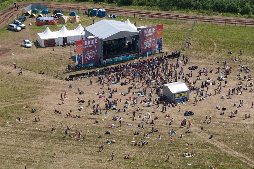 Всего фестиваль посетило около 100.000 человек. Снимок сделан с вертолета 12 июля 2009.