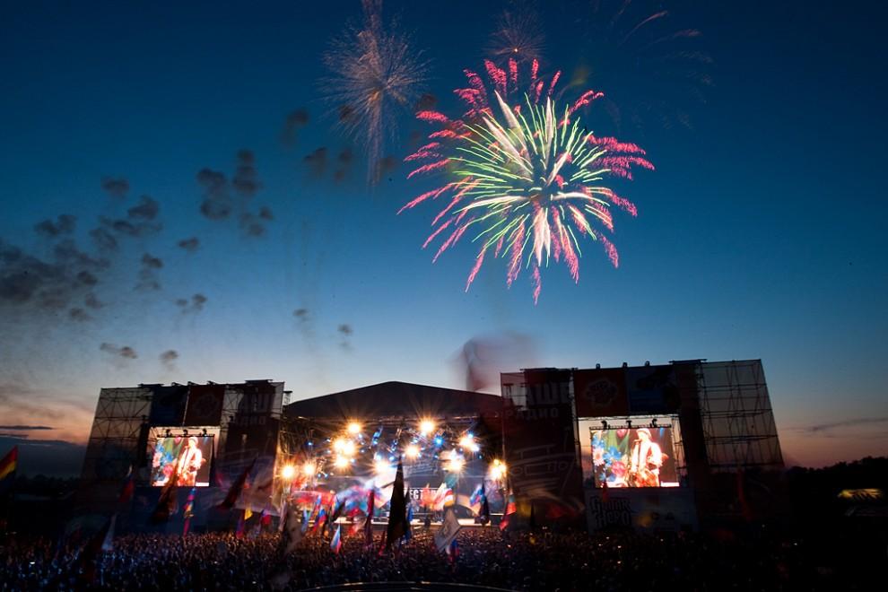 Ночь на воскресенье и грандиозный праздничный фейерверк в честь закрытия фестиваля