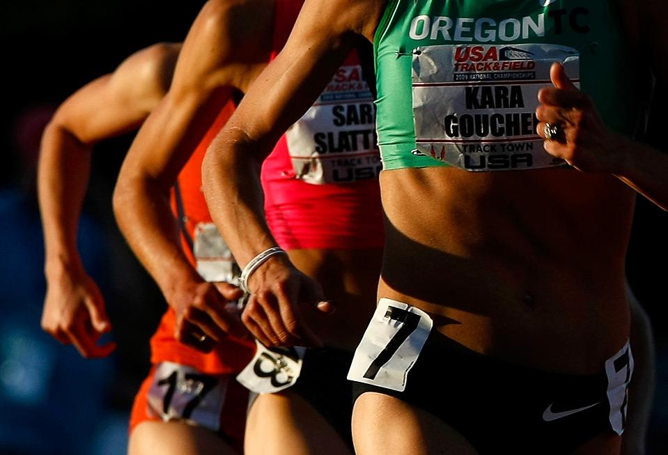 21) На Чемпионате США на Hayward Field в Юджине на дистанции 5000м. спортсмены бегут нога в ногу, штат Орегон, 26 июня. (Jonathan Ferrey/Getty Images)