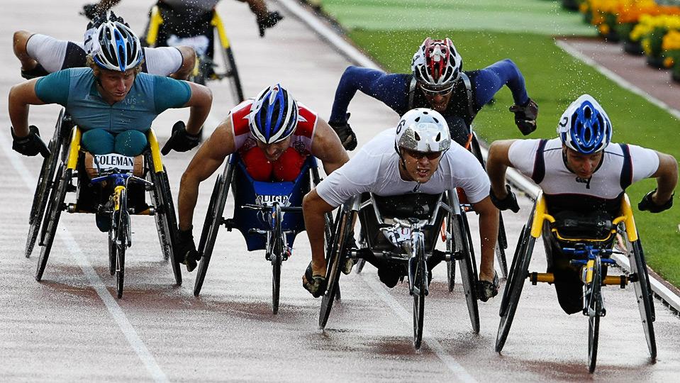 20) Паралимпийцы-колясочники на дистанции 1500м. у мужчин на этапе Супер Гран-при по легкой атлетике в Лозанне, 7 июля. (REUTERS/Ruben Sprich)