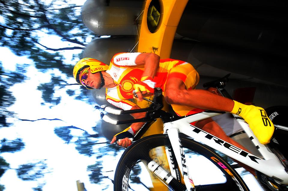 20) Победитель Тур де Франс 2007 Альберто Контадор перед заездом на 15 км во время первого этапа Тур де Франс 2009 Монако 4 июля. (LIONEL BONAVENTURE/AFP/Getty Images)