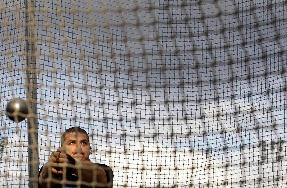 17) Криштиан Парс из Венгрии стал лучшим метателем молота на Мировом Атлетическом Туре в Остраве, Чехия, 16 июня. (AP Photo/Petr David Josek)
