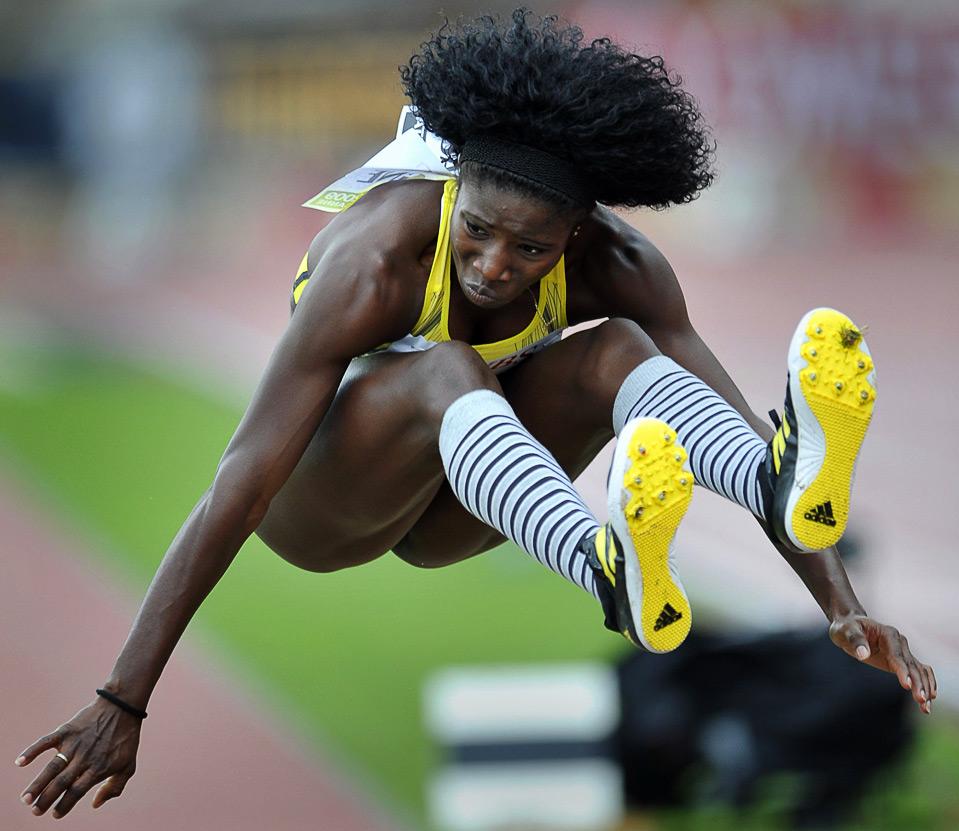9) Кубинка Яргелис Савин во время тройного прыжка на этапе Супер Гран-при по легкой атлетике в Лозанне, 7 июля. (AP Photo/Keystone/Dominique Favre)