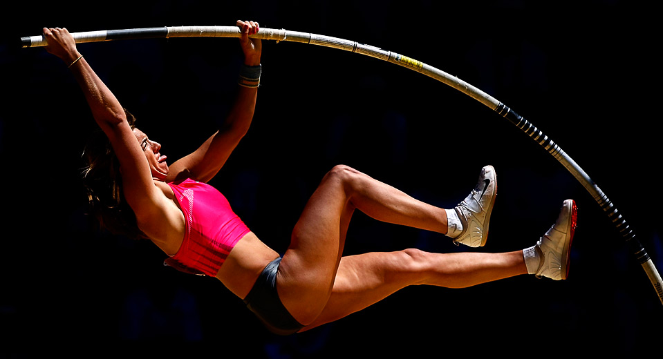 6) Челси Джонсон берет высоту в прыжках с шестом на Чемпионате США на Hayward Field в Юджине, штат Орегон, 28 июня. (Jonathan Ferrey/Getty Images)