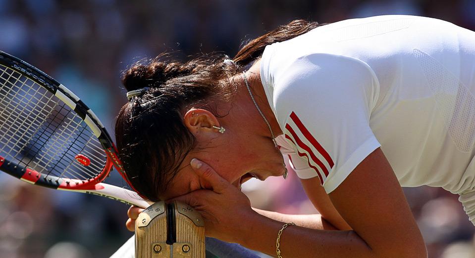 32) Динара Сафина в четвертьфинальном матче против Сабин Лисицки во время Уимблдонского турнира в Лондоне 30 июня. (Hamish Blair/Getty Images)