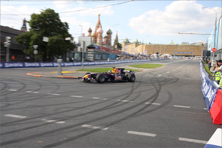 Но этапы самой престижной гоночной серии Россия не принимала никогда. Лишь показательные выступления уже проводились в 2003, 2005 и 2008 годах.
