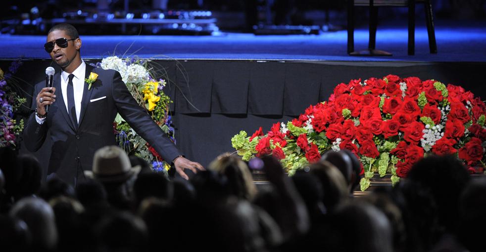 14) Выступление Usher во время поминальной службы в Staples Center во вторник, 7 июля, в Лос-Анджелесе.  (AP/Mark J. Terrill)