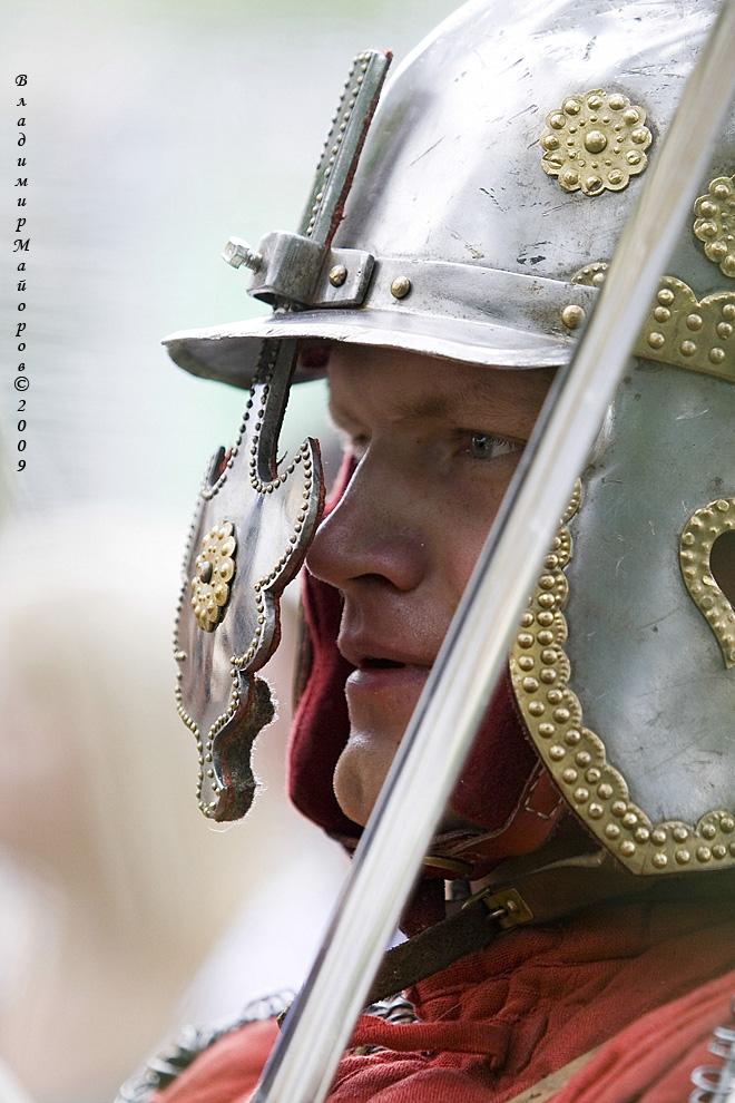 16) Шлем блестящий на солнце – как  символ мощи