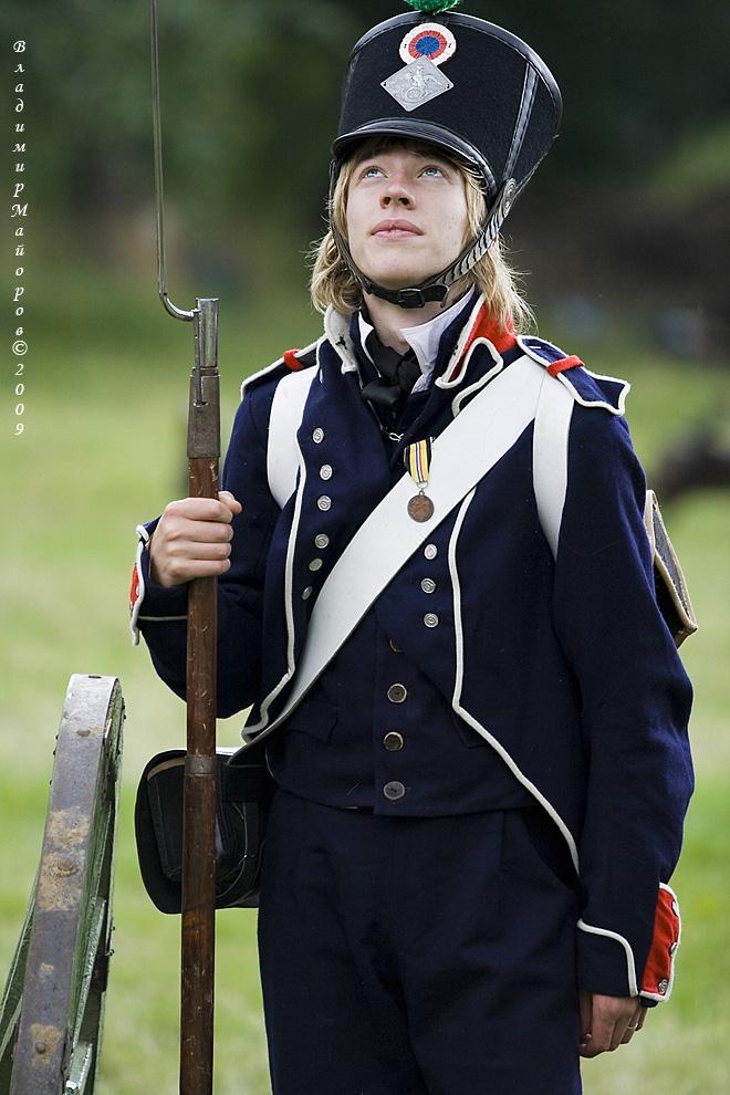 15) Участник праздника в костюме французских гренадеров