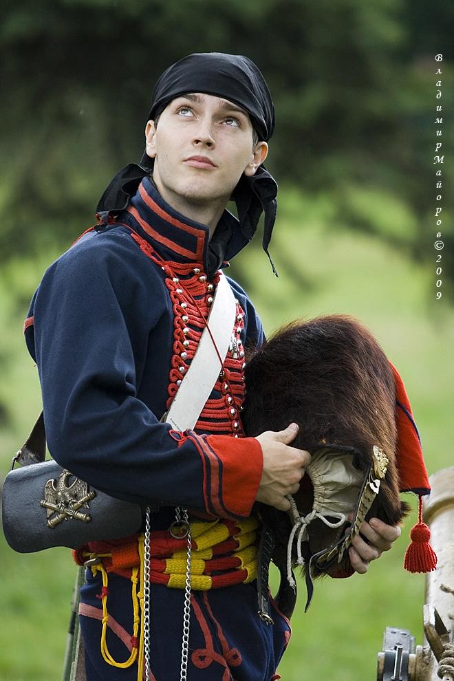 14) Участник в костюме французского артиллериста
