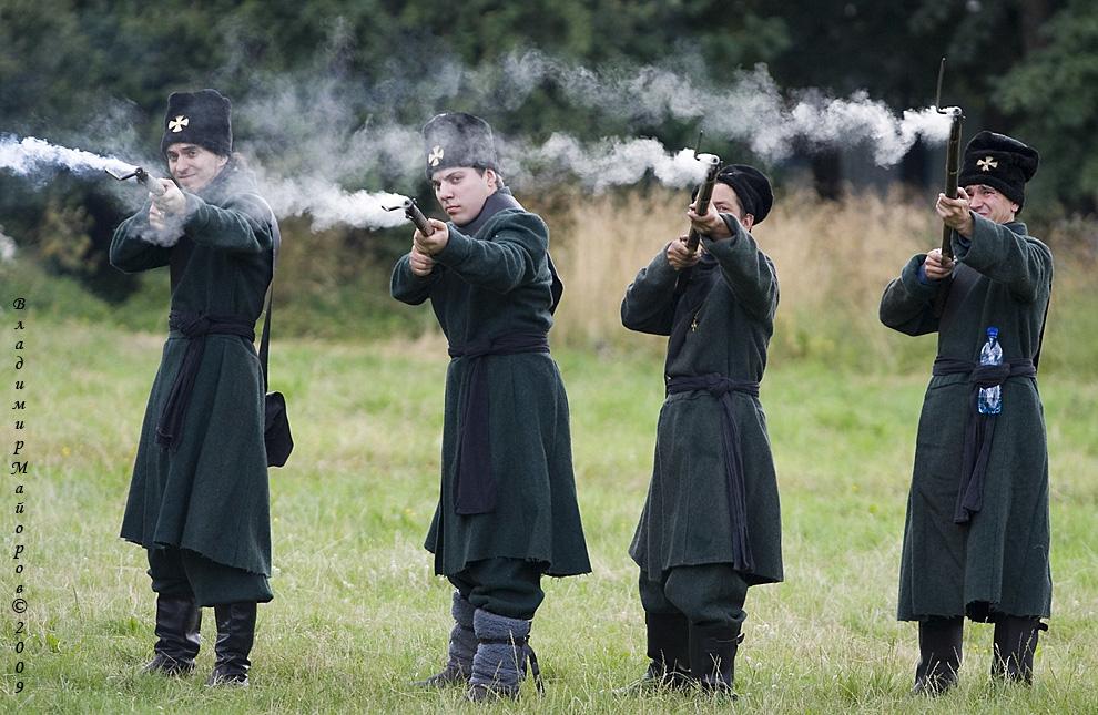 11) Воины ополчения в шеренге делают залп – используется  пиротехника