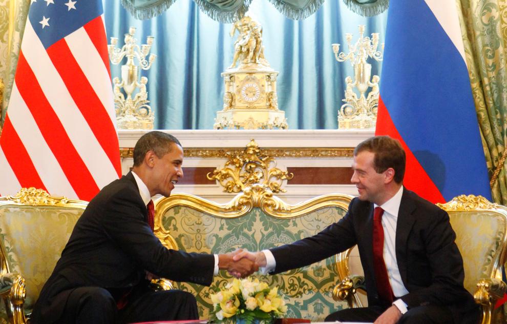 38) Президент Барак Обама во время встречи с российским президентом Дмитрием Медведевым в Кремле, в Москве в понедельник, 6 июля 2009. (AP Photo/Haraz N. Ghanbari)