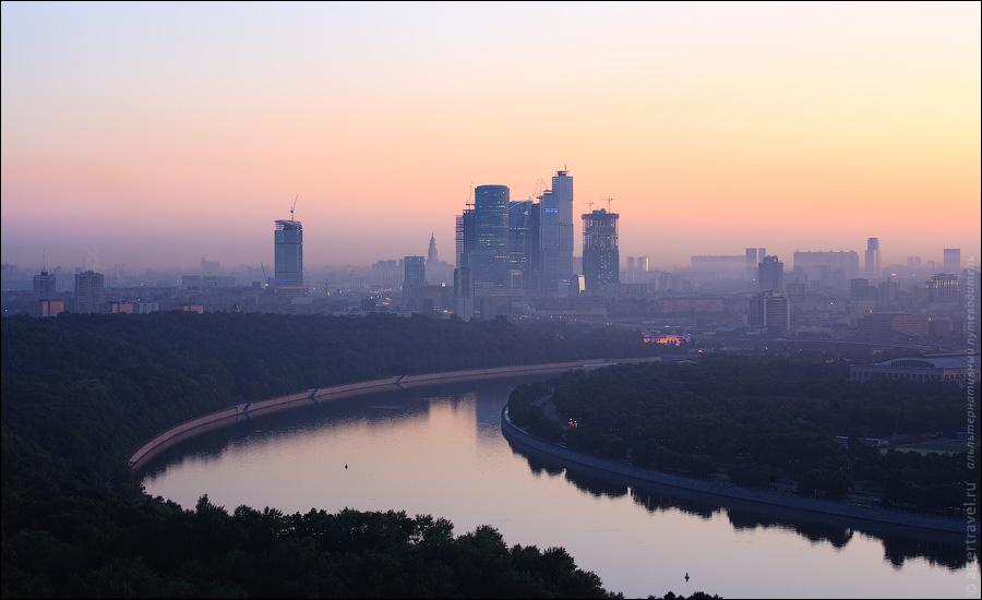 ) Итак, на часах 04:30. Через полчаса взойдет солнце, а пока посмотрим по сторонам. Вот например всеми любимый Сити.