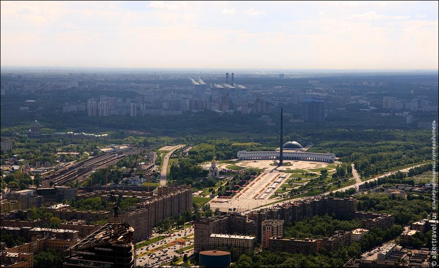 4) Станция Москва-Сортировочная, Парк Победы. На горизонте видна ТЭЦ-25 в Очаково.
