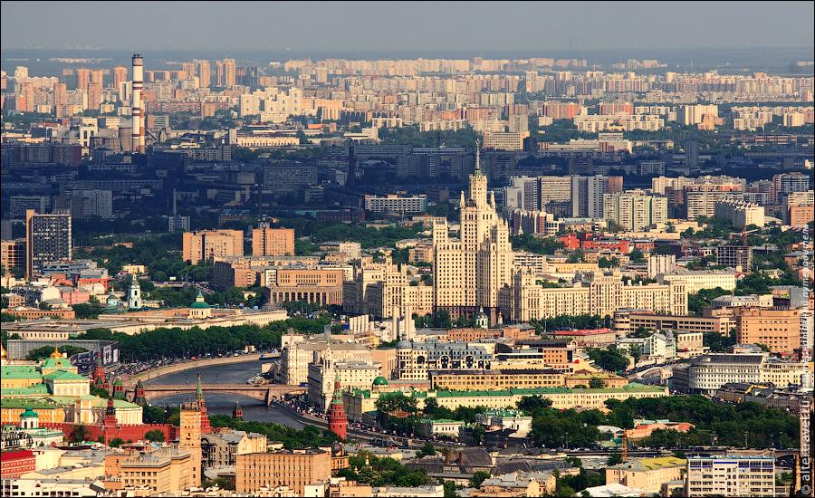 10) Частичка Кремля и высотка на Котельнической набережной.