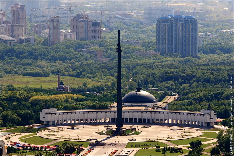 11) Площадь Победителей в Парке Победы, Мемориальная мечеть на Минской улице и ЖК Кутузовская Ривьера.