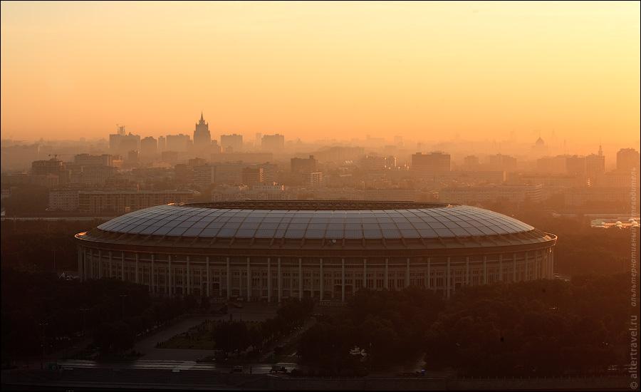 ) Большая спортивная арена.