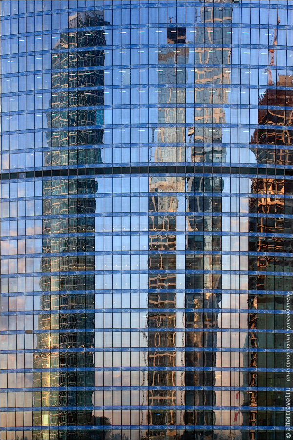 23) Еще раз башня Федерация, теперь с отражением.