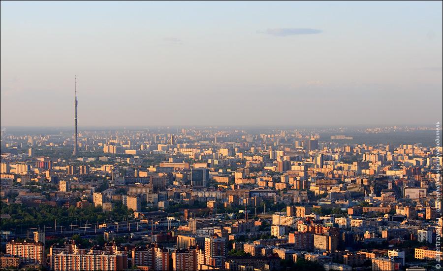 24) Вид на север Москвы и Останкинскую телебашню.