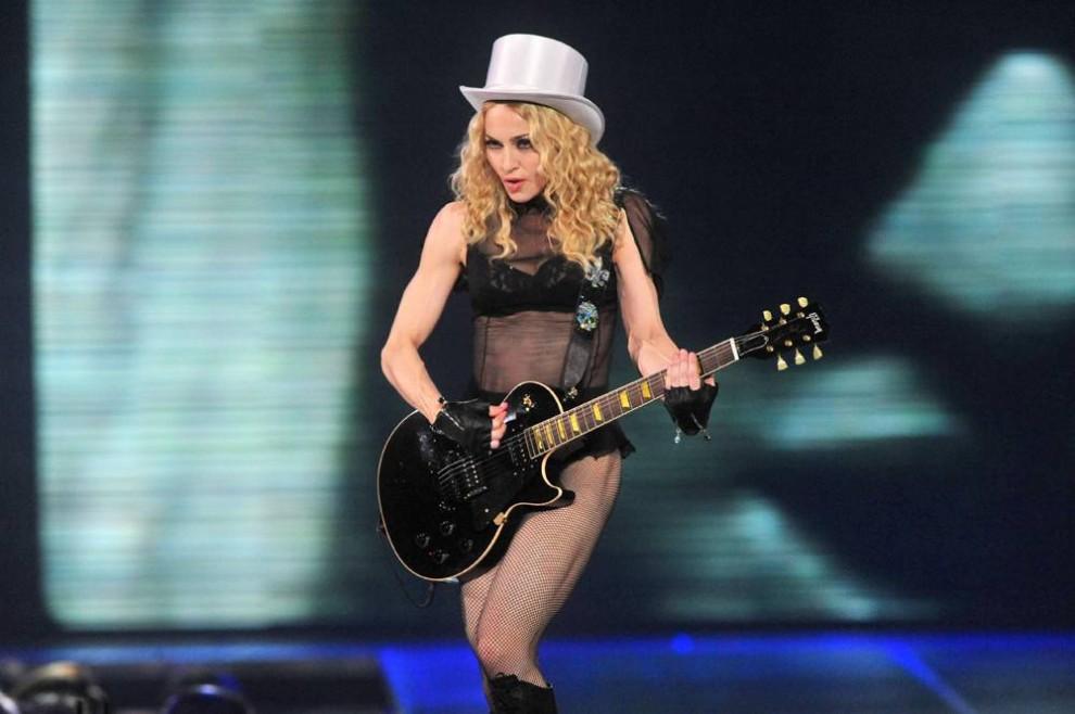 """7) Выступление Мадонны в Пепси Центре в рамках нового тура """"Sticky & Sweet"""" по Северной Америке. Это ее первый за всю карьеру концерт в Денвере. (Bill Ross/AP)"""