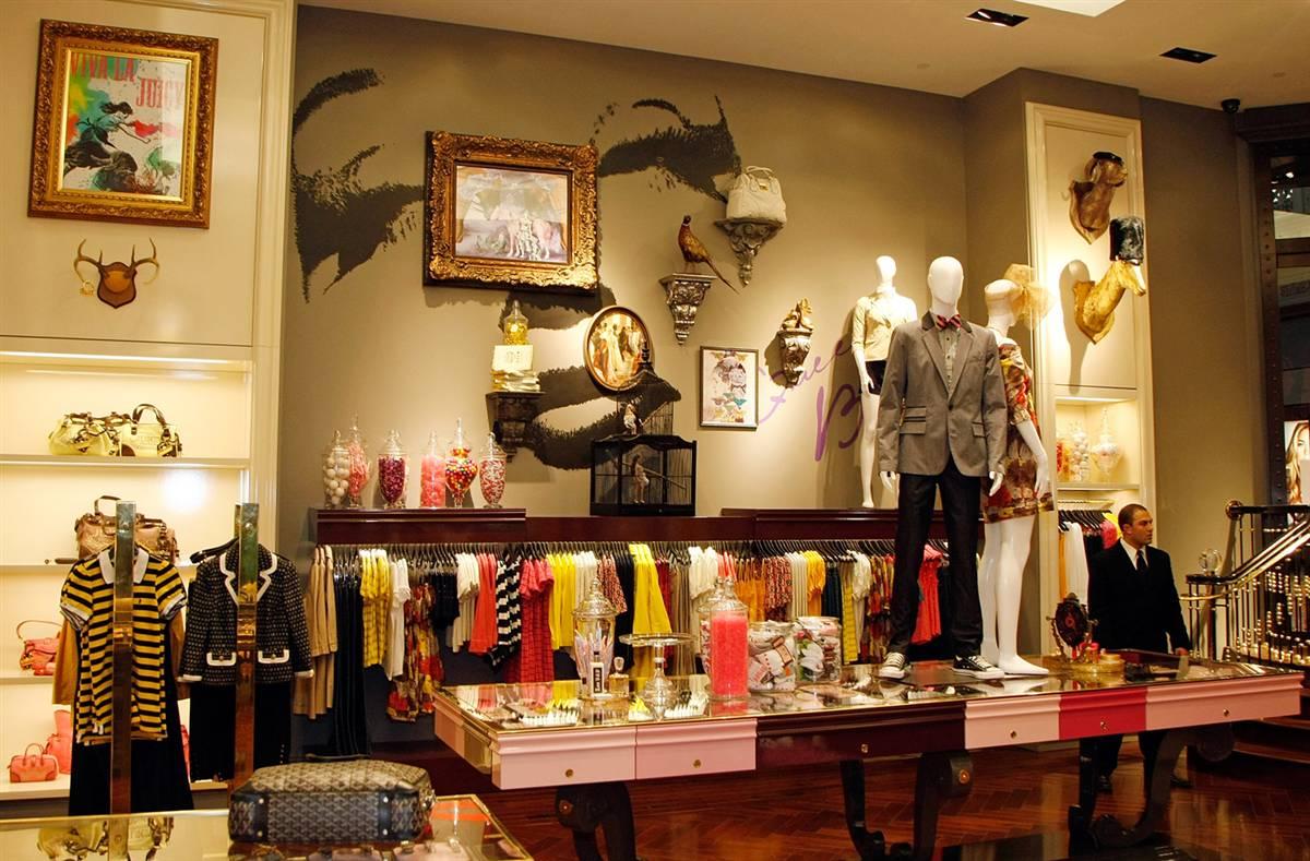 17) Магазин «Juicy Couture» (Сочная мода) в торговом центре «Forum Shops» при отеле «Сaesars Palace» перед церемонией торжественного открытия 5 февраля 2009 года в Лас-Вегасе. (Ethan Miller/Getty Images for Juicy Couture)