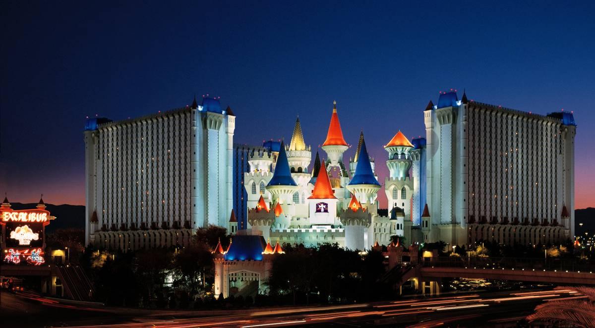 22) Отель- казино Экскалибур. (Courtesy of MGM MIRAGE)