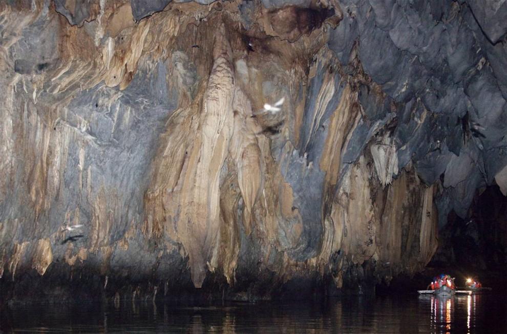 ) Подземная река на Филиппинах включена в список всемирного наследия Юнеско. Длина реки оставляет около 5 миль и впадает она в Южно-Китайское море. (John Javellana / Reuters)