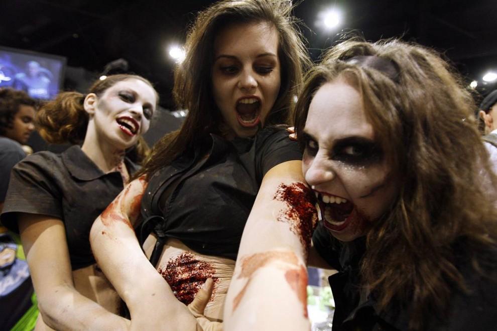 27) Гостьи фестиваля Comic-Con перевоплотились в кровососущую нечисть. (Mario Anzuoni/Reuters)