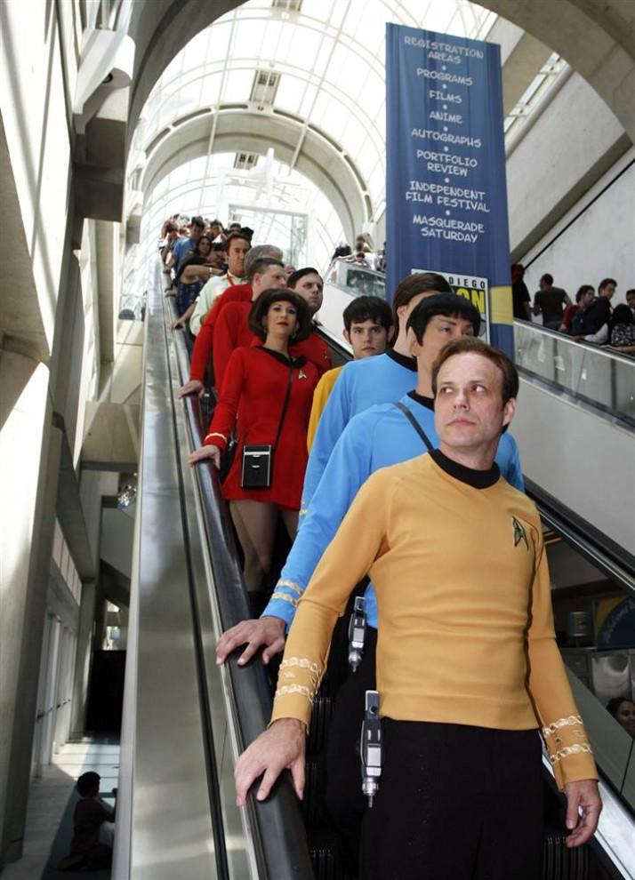 """16) Фанаты сериала """"Star Trek"""", одетые как члены знаменитого экипажа космического корабля. (Denis Poroy/AP)"""