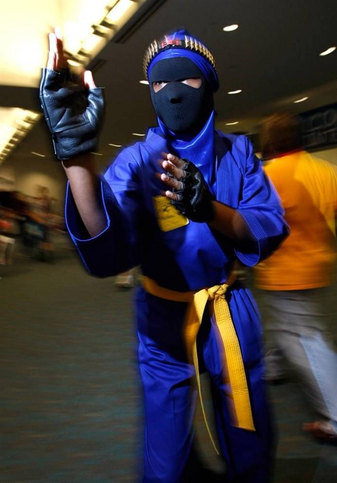 15) Фестиваль Comic-Con– это выставка комиксов и поп-арта, которая собирает поклонников, желающих на время стать своим любимым героем, например, войном ниндзя.  (Michael Buckner/Getty Images)