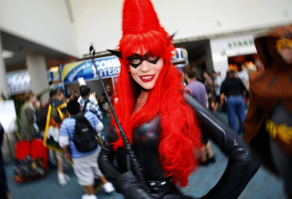 """5) Девушка в костюме Twilight Lady (Сумеречной леди) из фильма  """"Хранители"""" (Watchmen) на фестивале Comic-Con 2009 в субботу, 25 июля. (Mike Blake/Reuters)"""