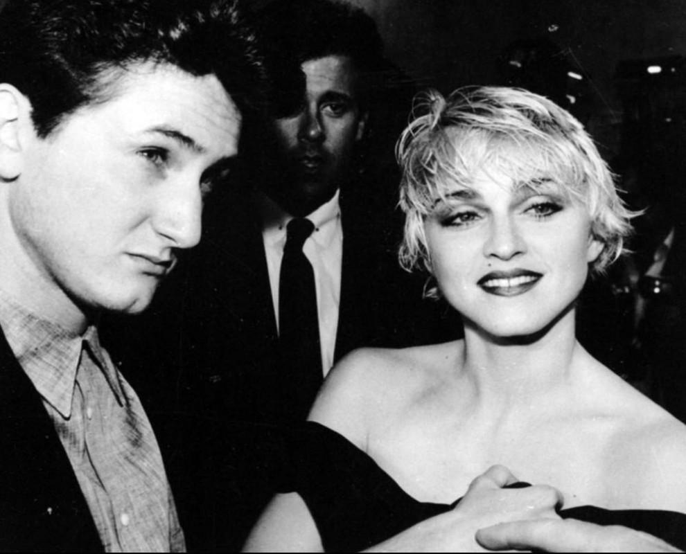 23) Отношения Шона Пенна и Мадонны начались в 1985 году, в этом же году в день 27-летия певицы состоялась их свадьба. Брак не продлился и 4-х лет. (Craig Mathew/Associated Press)