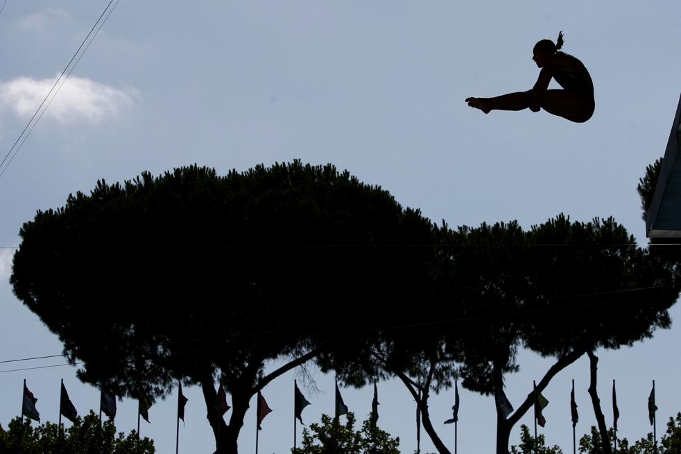 2) Лора Санчес из Мексики во время полуфинала среди женщин по прыжкам в воду с 10 метровой вышки в «Stadio del Nuoto» 18 июля в Риме. (Getty Images/Clive Rose)