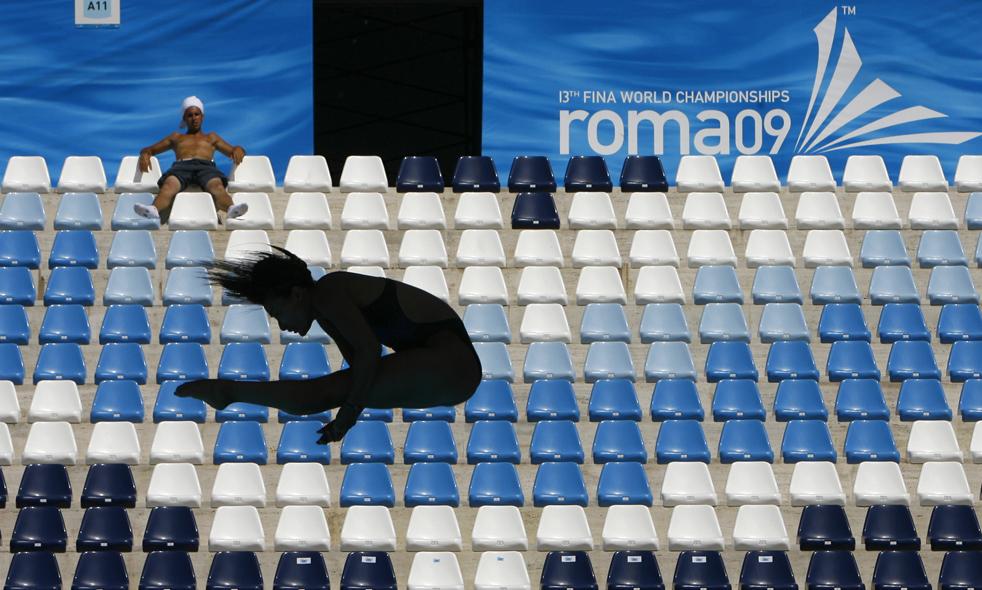 5) Неопознанная спортсменка тренируется в бассейне «Foro Italico», накануну начала Чемпионата мира по водным видам спорта 2009 года в Рим, в четверг, 16 июля. Чемпионат будет проходить до 2 августа. (AP/Alessandra Tarantino)