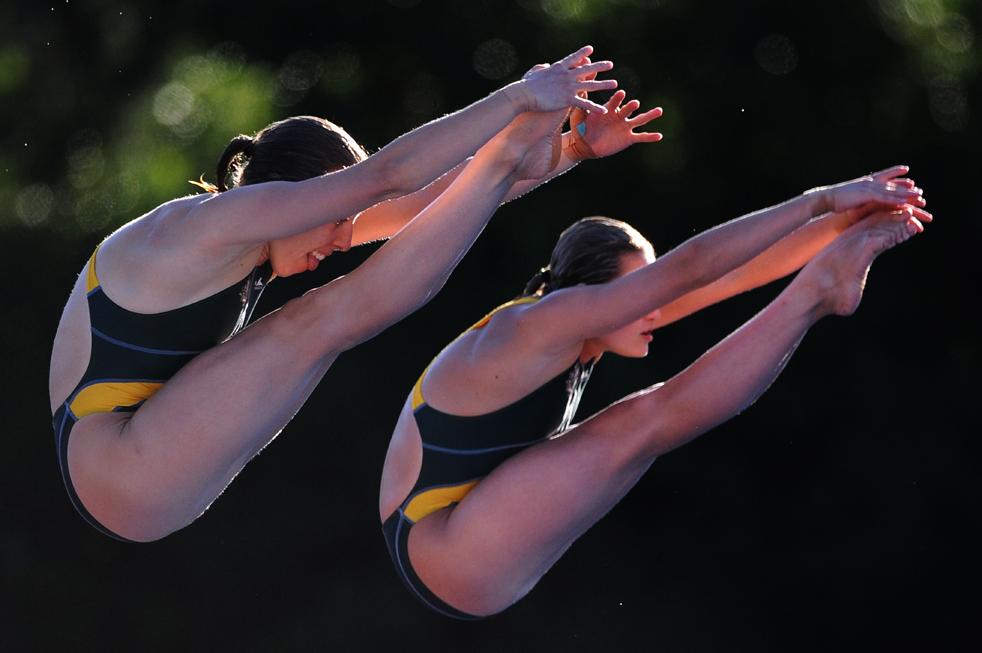 7) Австралийские спортсменки Бриони Коул и Мелисса Ву во время финальных соревнований по синхронным прыжкам с 10-метровой вышки 19 июля на Чемпионате мира по водным видам спорта в Риме. (AFP/Getty Images/Christophe Simon)