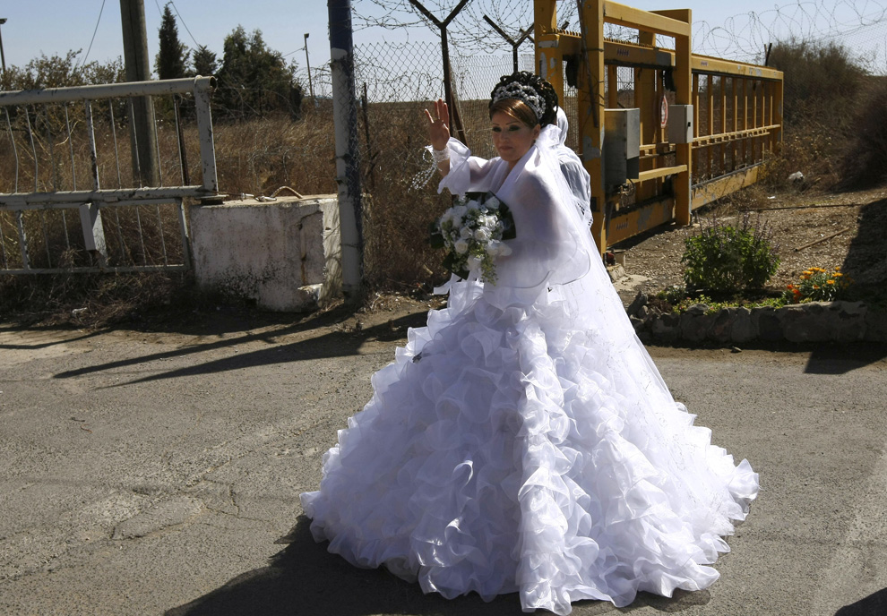 7) Арин Сафади переходит израильско-сирийскую границу. (MENAHEM KAHANA/AFP/Getty Images)