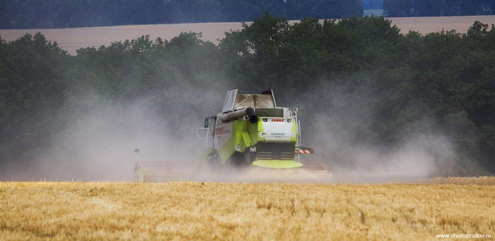 1) Так как полей очень много, а количество техники ограничено, задача по сборке урожая в отведенное время становится непростой.