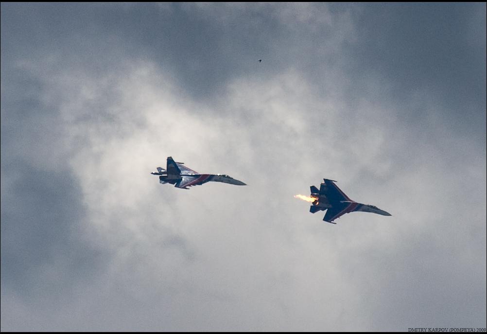 4) Горящий Су-27, перед падением. После падения второго борта, третий кружил на месте катострофы Су-27 УБ, до прилёта вертушки. порядка 15 минут